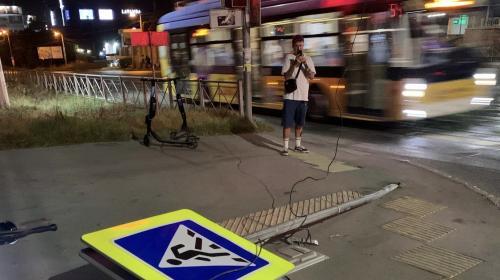 ForPost- В Севастополе автоледи «положила» дорожный знак