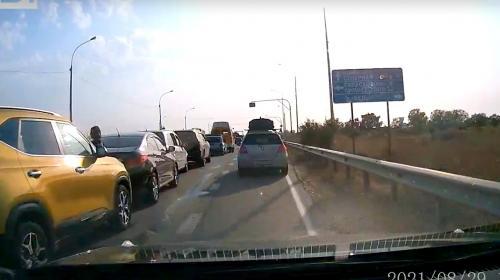 ForPost- Водитель без права управления собрал «паровоз» по дороге в Севастополь