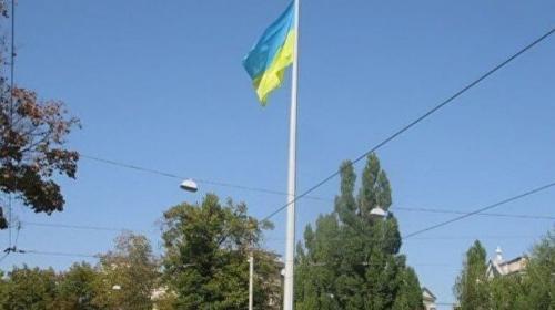 ForPost - В Харькове в 102-метровый флагшток ударила молния