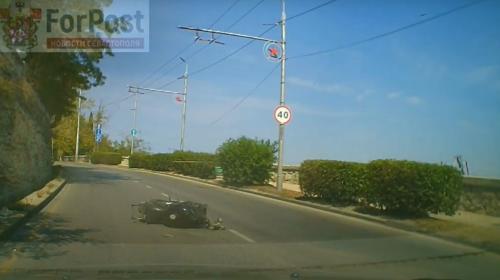 ForPost - В Севастополе мотоциклист «зацепился» за столб