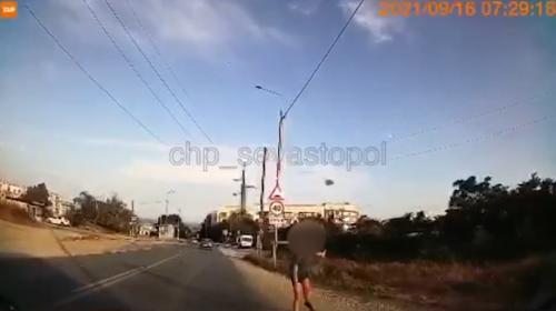 ForPost - В Севастополе мальчик «обстрелял» камнями проезжающую машину