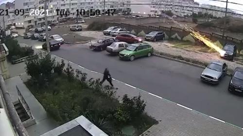 ForPost - Жители Севастополя подожгли из ракетницы машину соседей