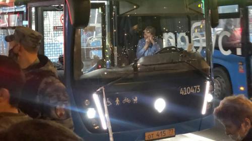 ForPost - Парень пинком вытолкнул свою обидчицу под колёса автобуса