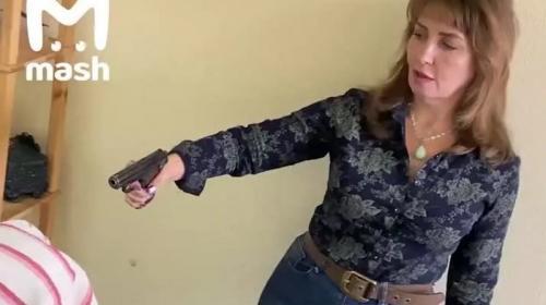 ForPost - Целительница лечит больных ковидом выстрелом в голову. Видео