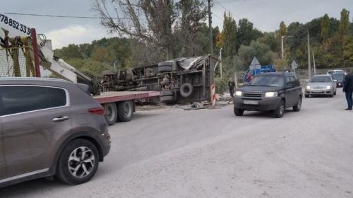 ForPost- Роковой поворот ловит грузовики-перевёртыши в Севастополе