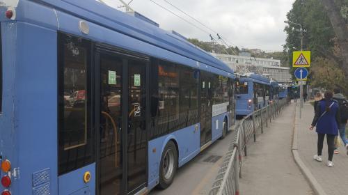 ForPost- Троллейбусы стали в гигантской пробке от Героев Севастополя до автовокзала
