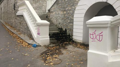 ForPost - Хулиганы осквернили ещё одну лестницу в центре Севастополя