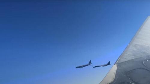 ForPost- «Держите ухо востро»: к Крыму подлетели американские бомбардировщики