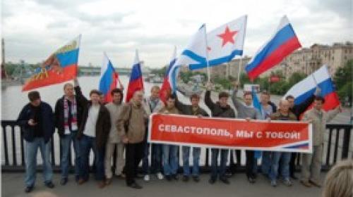 ForPost - В Москве прошел первый автопробег в поддержку Севастополя и Крыма (ФОТО)
