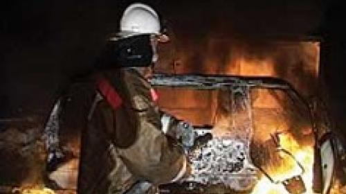 ForPost - В Севастополе сгорел микроавтобус