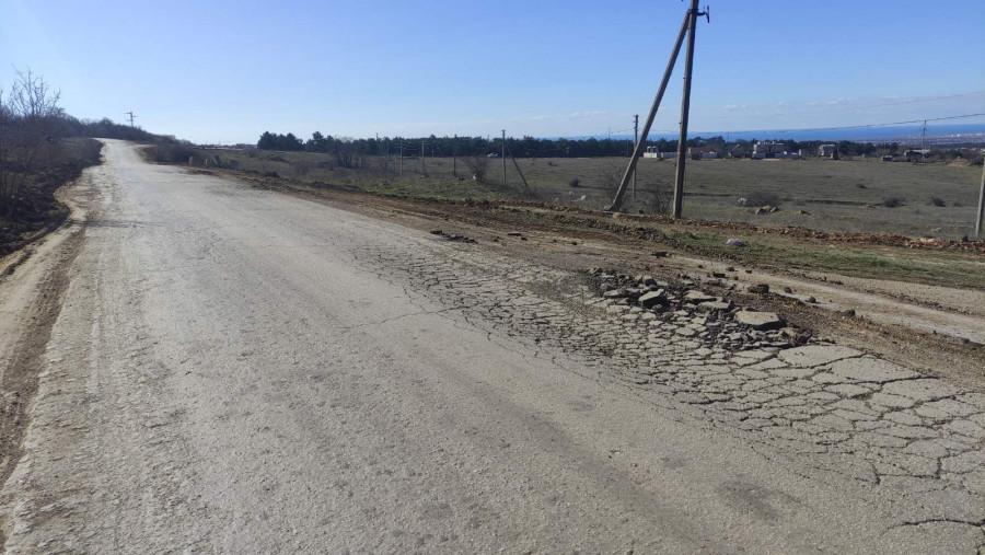 ForPost - Новости: В Севастополе глава муниципалитета проследил за большегрузами-вредителями