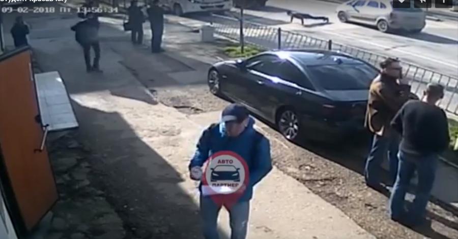 ForPost - Новости : Житель Севастополя устроил опасную акцию посреди дороги