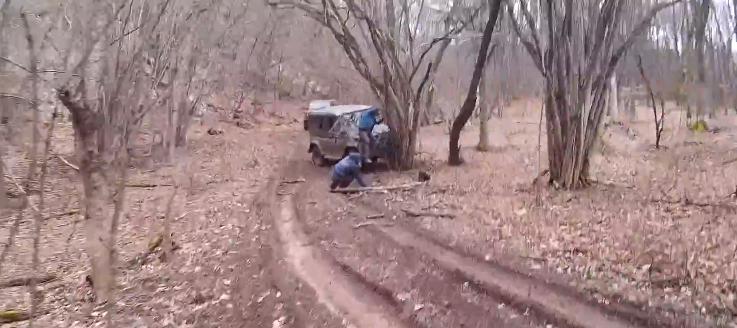 ForPost - Новости : Над Севастополем «уазик» протаранил дерево и сбросил с себя пассажиров
