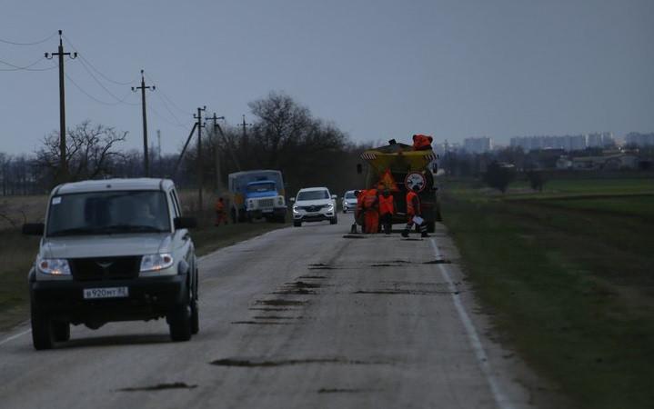 ForPost - Новости : В Крыму для ремонта дорог используют нанотехнологии