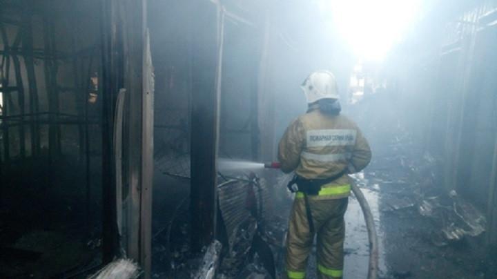 ForPost - Новости : Ночью дотла сгорел вещевой рынок в Щёлкине