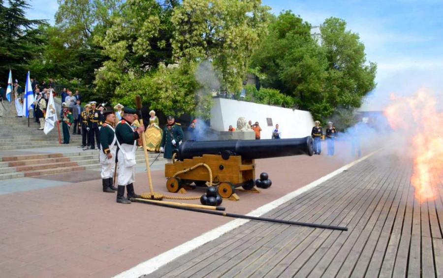 Впервые День ВМФ в Севастополе начнется с выстрела из 200-летней пушки