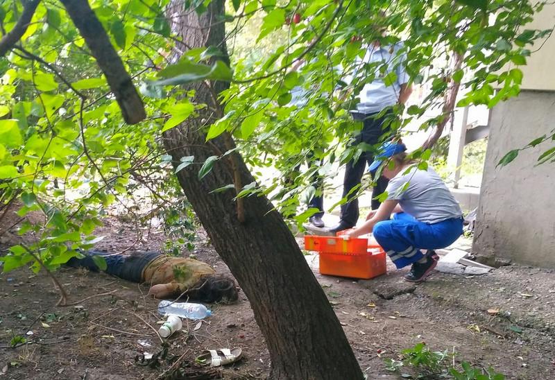 ForPost - Новости : В центре Севастополя на газоне трое суток лежала беспомощная женщина