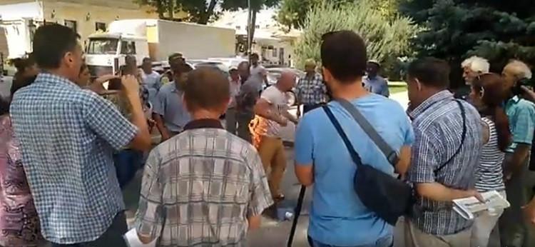 ForPost - Новости : Живой факел осветил скандальную стройку микрорайона «Крымская Роза» в Симферополе