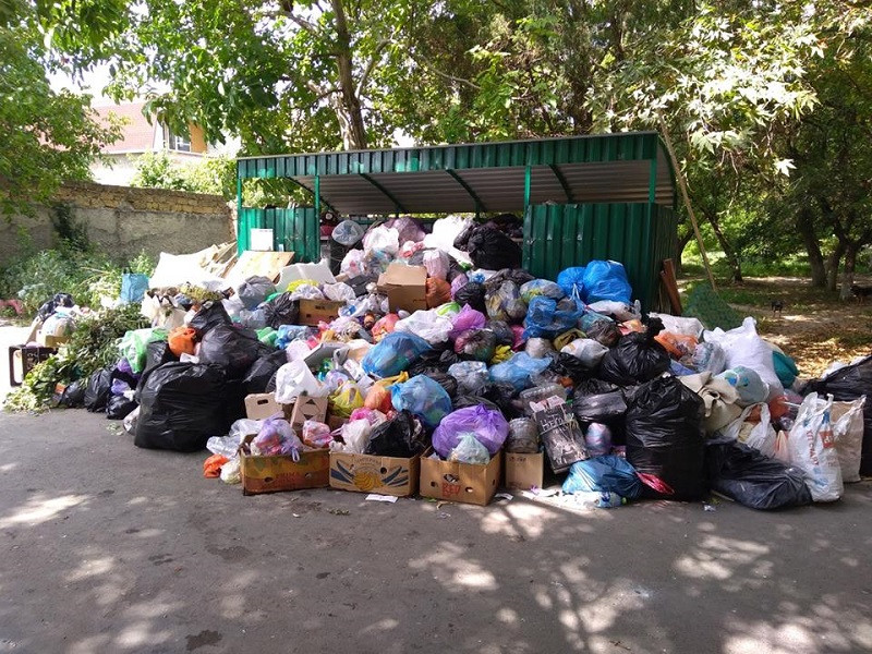 ForPost - Новости : Андрея Турчака в Симферополе встретили завалы мусора