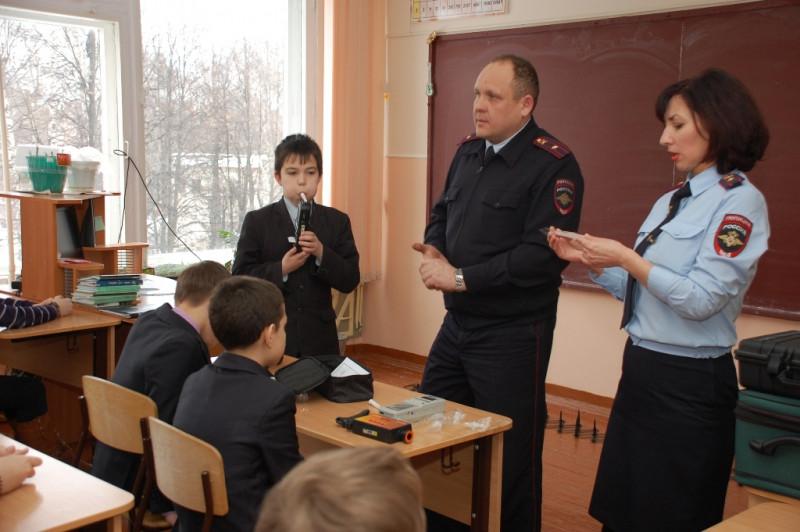 Полиция Севастополя займется прогуливающими школу детьми