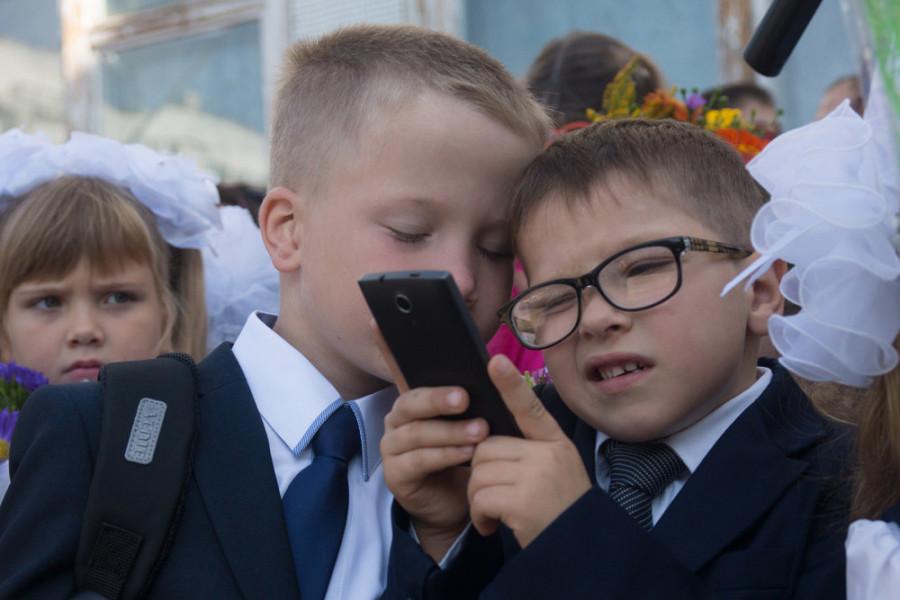 Большинство россиян за запрет мобильных телефонов в школе