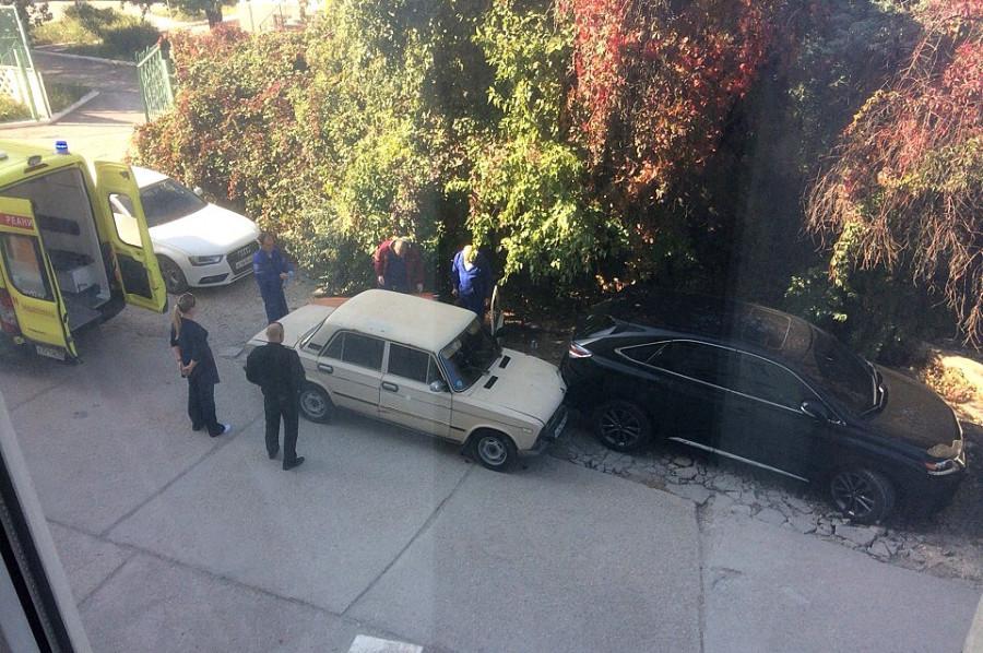 В Севастополе водитель ВАЗа въехал в Lexus и попал в больницу