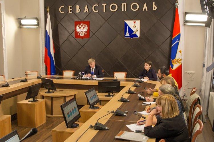 Вице-губернатор Севастополя зачитал вслух странные цифры и грозил «реваншистам»
