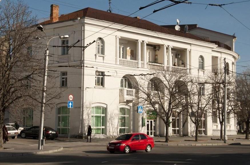ForPost - Новости : Главная детская библиотека Севастополя остаётся под замком