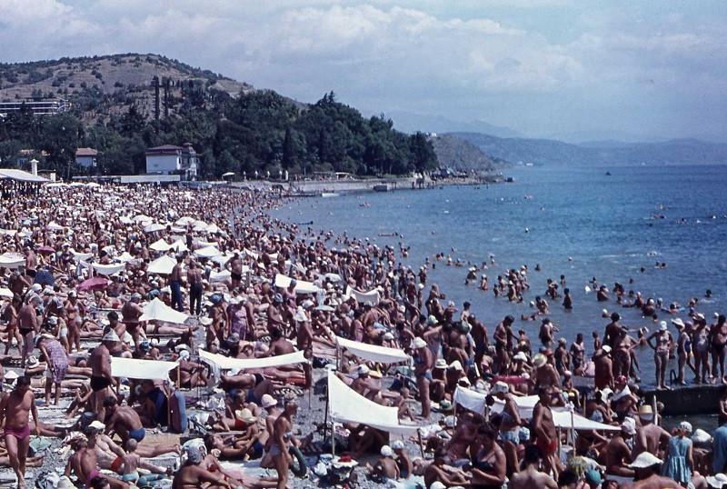 Советский максимум: туристов в Крым подтянут для рекорда