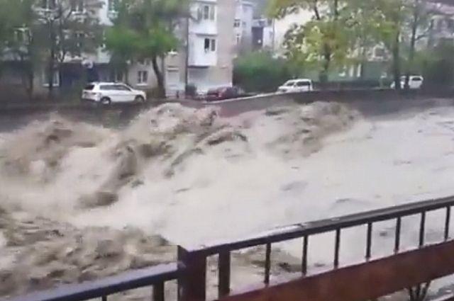 В Краснодарском крае из-за паводка обрушился мост на федеральной трассе