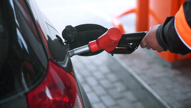 Нефтяники попросили повысить цены на бензин на пять рублей, сообщили СМИ