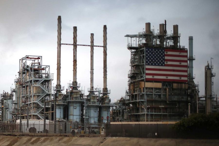 Bloomberg: США впервые обошли Россию по добыче нефти