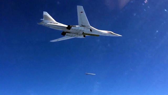 """Два российских бомбардировщика """"встревожили"""" НАТО на учениях"""