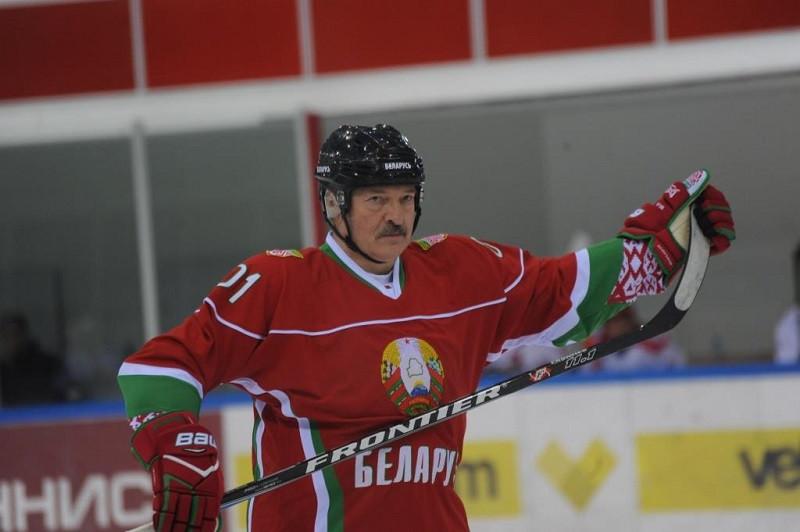 И власть сохранить, и с Россией не поссориться: как Лукашенко играет с Крымом