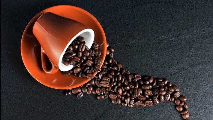 Ученые объяснили, почему горячий кофе полезнее холодного