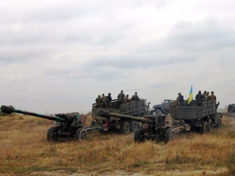 ВСУ подвозят боеприпасы к линии фронта в Донбассе