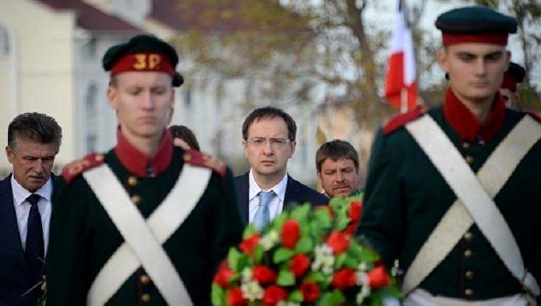 Охранять и хоронить: министр культуры в Севастополе посетил «забытое» Францией кладбище
