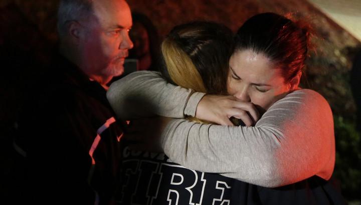 """""""Весь в черном и в дыму"""". При стрельбе в Таузенд Оукс погибли 13 человек"""