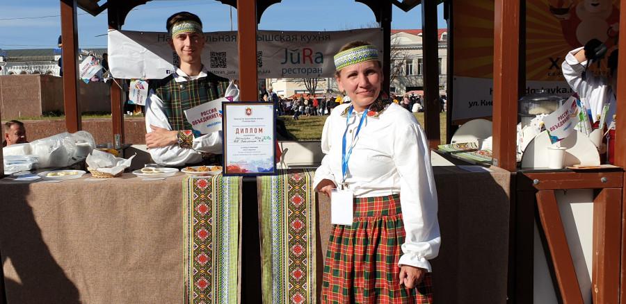 Латвия грозит тюрьмой своим гражданам, открывшим ресторан в Севастополе