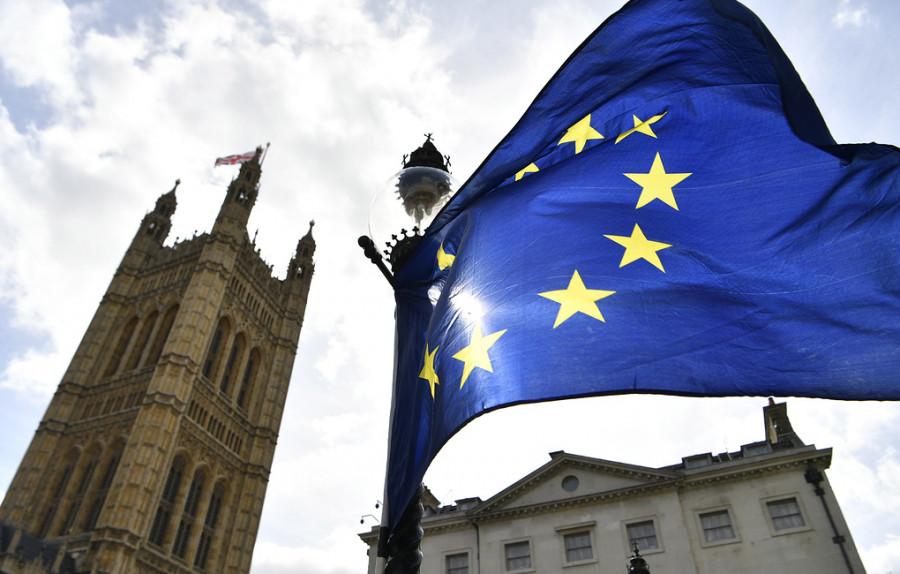Times: Лондон добивается от ЕС включения в санкционный список руководства спецслужб России