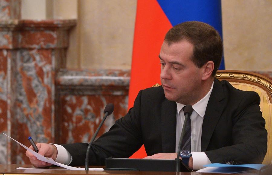 Медведев поручил подготовить план сокращения ГУП до 1 февраля