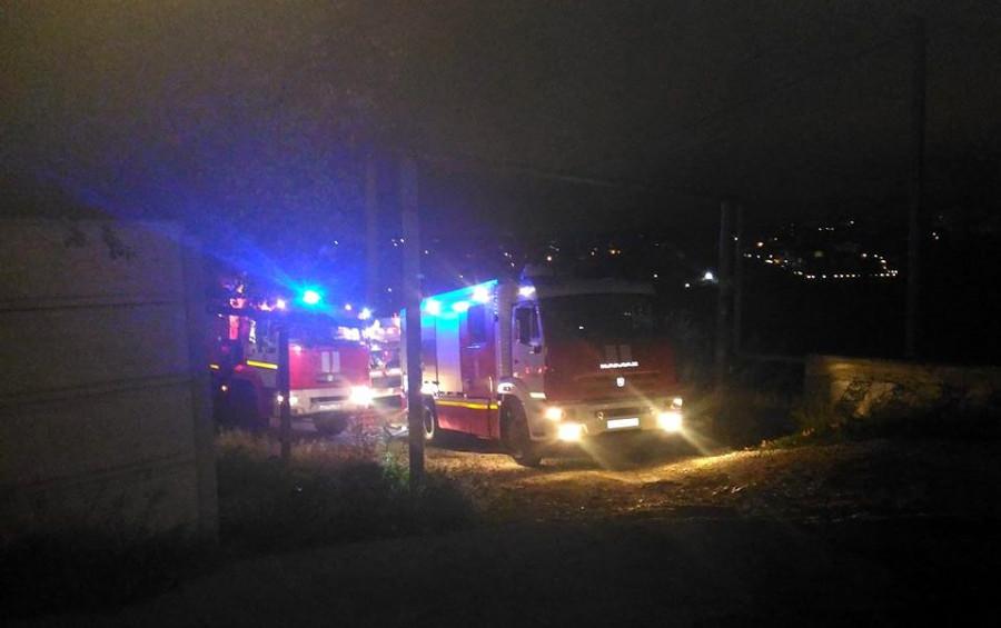 Шесть машин МЧС тушили ночной пожар в Севастополе