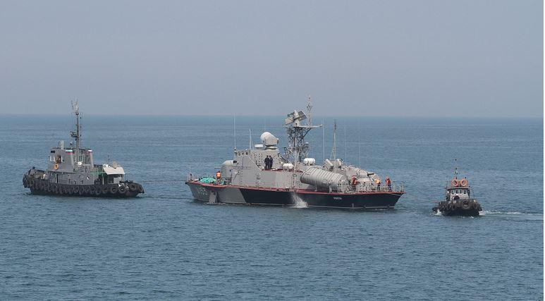 Три корабля ВМС Украины незаконно пересекли российскую границу