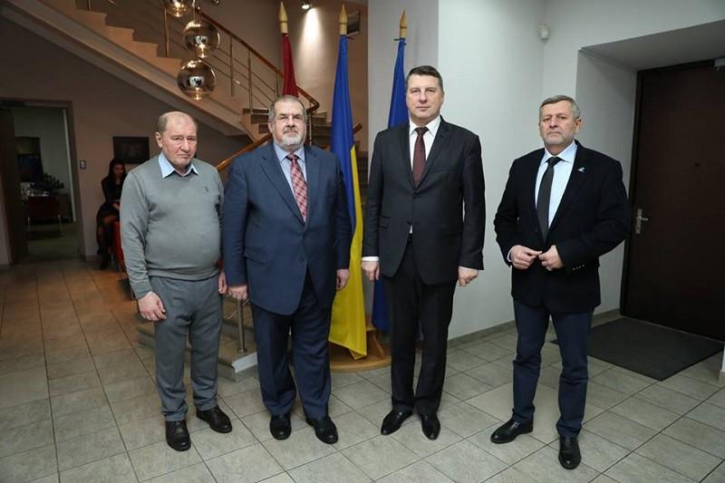 Президенту Латвии о Крыме доложили украинские экстремисты