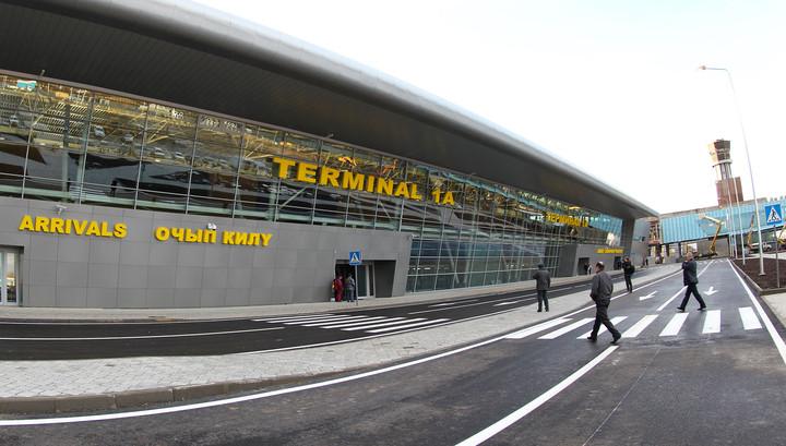 Самолет с 76 пассажирами на борту совершил экстренную посадку в Казани