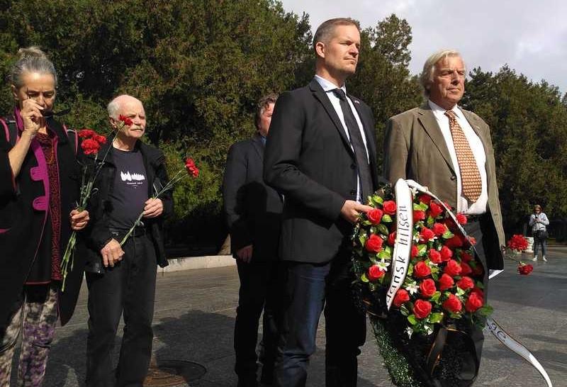 За поездку в Крым норвежцы получили часы и благодарности