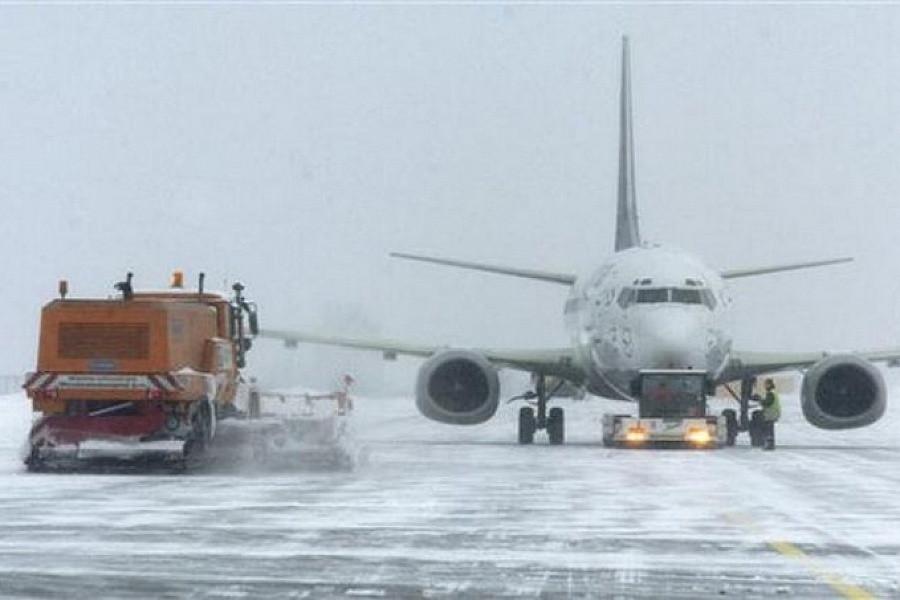 В Краснодаре из-за обильного снегопада задержали вылет восьми рейсов