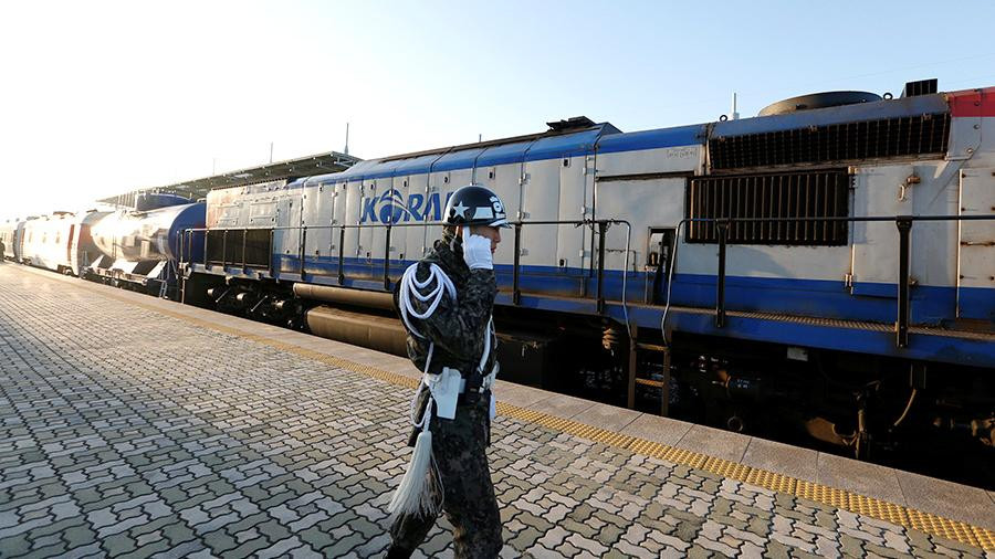 Первый за десять лет поезд отправился из Южной Кореи в КНДР