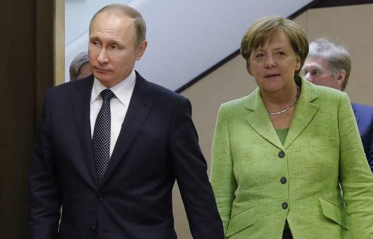 Путин нарисовал Меркель и Макрону схему инцидента в Керченском проливе