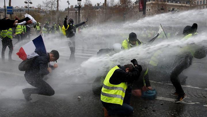 Число пострадавших в ходе беспорядков в Париже превысило 100